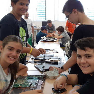 Campus d'estiu Icono amb robotica impressio 3d, tasques informatica, etc...